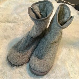 UGG GRAY KNITTED BOOTS SIZE 8
